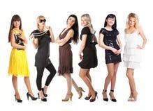 Gruppe Mädchen in den Kleidern Lizenzfreies Stockbild