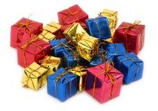 Gruppe mehrfarbige Geschenke Stockbilder