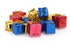 Gruppe mehrfarbige Geschenke Lizenzfreies Stockbild