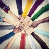 Gruppe menschliche Hände zusammenhalten Stockfoto