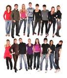 Gruppe mit sechzehn jungen Leuten Lizenzfreie Stockbilder