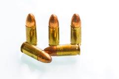 Gruppe 9mm Kugeln auf weißem Hintergrund Lizenzfreies Stockbild