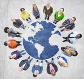 Gruppe Muliethnic-Menschen in der ganzer Welt Lizenzfreie Stockfotos