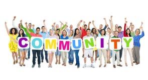 Gruppe multiethnische Geschäftsleute, die ihre Hände anheben Lizenzfreie Stockfotos