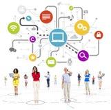 Gruppe multiethnische Leute im Social Media Lizenzfreie Stockfotos