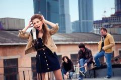 Gruppe Musiker auf einem Dach Stockbilder