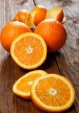 Gruppe Orangen auf einer Tabelle Lizenzfreies Stockbild
