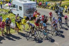Gruppe Radfahrer auf Col. du Grand Colombier - Tour de France 201 Stockfotografie