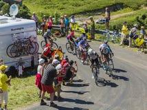 Gruppe Radfahrer auf Col. du Grand Colombier - Tour de France 201 Lizenzfreie Stockfotografie