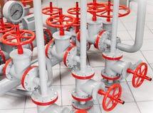 Gruppe rote industrielle Ventile auf Rohrleitungen Lizenzfreies Stockfoto