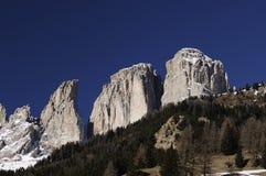 Gruppe Sassolungo Langkofel der italienischen Dolomit im Winter von Campitello di Fassa Ski Area in Canazei Stockbilder
