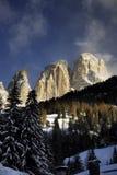 Gruppe Sassolungo Langkofel der italienischen Dolomit im Winter von Campitello di Fassa Ski Area in Canazei Lizenzfreie Stockbilder