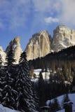 Gruppe Sassolungo Langkofel der italienischen Dolomit im Winter von Campitello di Fassa Ski Area in Canazei Lizenzfreies Stockfoto
