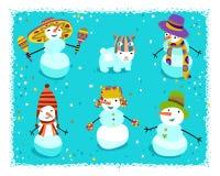 Gruppe Schneemänner mit netten Sonderkommandos Stockbild