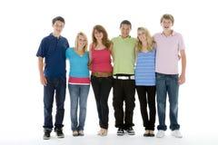 Gruppe schoss von den Jugendlichen Stockbilder