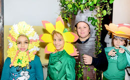 Gruppe Schulkinder, die Kostüme tragen Stockfoto