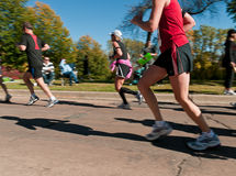 Gruppe Seitentriebe - 2010 Doppelstadt-Marathon Stockbild