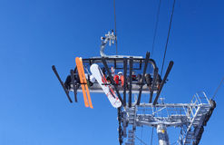 Gruppe Skifahrer auf dem Skiaufzug Stockfoto