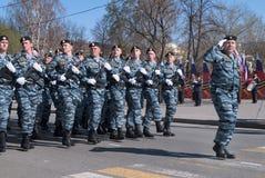 Gruppe spezielle Truppen der Polizei auf Parade Stockfotografie