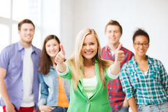 Gruppe Studenten an der Schule Lizenzfreie Stockfotografie
