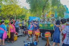 Gruppe Thailand-Parade-Ausführende im Thailand-Tourismus-Festival an Park Bangkoks Central Park 'Lumphini stockfotografie