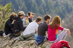 Gruppe Touristen, welche die Ansicht genießen Lizenzfreie Stockfotografie