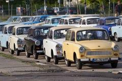 Gruppe Trabant-Autos, zum für Sightseeing-Toure in Berlin zu mieten Stockfotografie