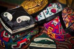 Gruppe traditionelle islamische Hüte stockfoto