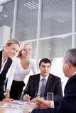 Gruppe und ihr Führer Lizenzfreies Stockbild