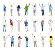 Gruppe verschiedene bunte multi ethnische feiernde Leute Stockfoto