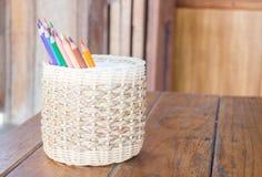 Gruppe verschiedene farbige Bleistifte Stockfotos