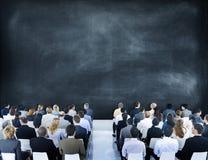 Gruppe verschiedene Geschäftsleute in einem Seminar Lizenzfreies Stockfoto