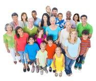 Gruppe verschiedene Leute, die zusammen stehen Stockfoto