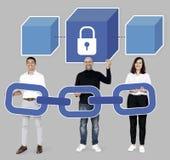 Gruppe verschiedene Leute mit Blockkettenkriptographie lizenzfreie abbildung