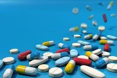 Gruppe verschiedene Medizinpillen, die auf blaue Oberfläche fallen lizenzfreie abbildung