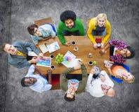 Gruppe verschiedene nette Designer, die oben schauen Lizenzfreies Stockfoto