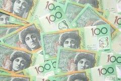Gruppe von 100 australischen Anmerkungen des Dollars für Hintergrund Stockfotografie