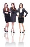 Gruppe von drei Geschäftsfrauen in in voller Länge Stockbild
