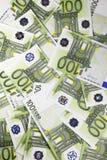 Gruppe von 100 Euroanmerkungen Lizenzfreie Stockfotos