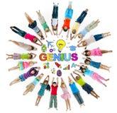 Gruppe von Kindern und von Genie-Konzept stockfotografie