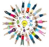 Gruppe von Kindern und von Inspirations-Konzept Lizenzfreie Stockfotografie