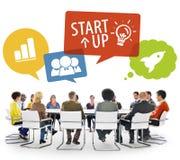 Gruppe von Personen in der Sitzung mit Startkonzept Lizenzfreie Stockfotos