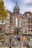 Gruppe von Personen an der touristisches Boots-Anziehungskraft in Amsterdam Lizenzfreie Stockfotografie