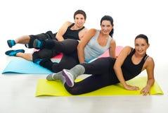 Gruppe von Personen, die Übungen tut Stockbilder