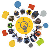 Gruppe von Personen, die Digital-Geräte mit Glühlampe verwendet Lizenzfreies Stockfoto