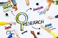 Gruppe von Personen mit Forschungs-Konzept Lizenzfreie Stockfotografie