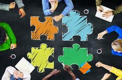 Gruppe von Personenen-Tafel-Unternehmenskonzept Stockbilder