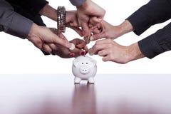Gruppe von Personeneneinsparunggeld Stockfoto