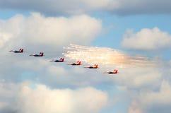 Gruppe von sechs aerobatic Team des Kämpfers, swifts Russland Moskau im August 2015 Lizenzfreies Stockbild
