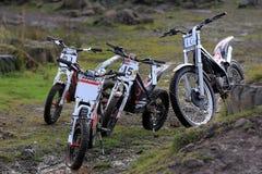 Gruppe von vier Probemotorrädern Stockbild